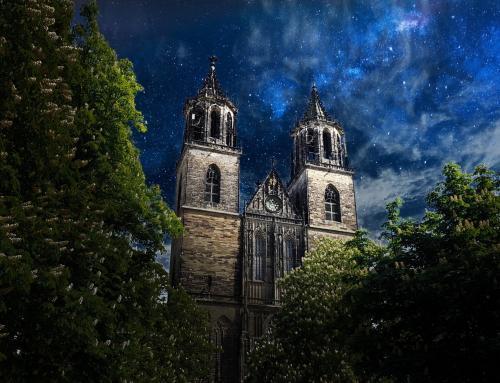 Magdeburger Dom Westfassade bei Nacht