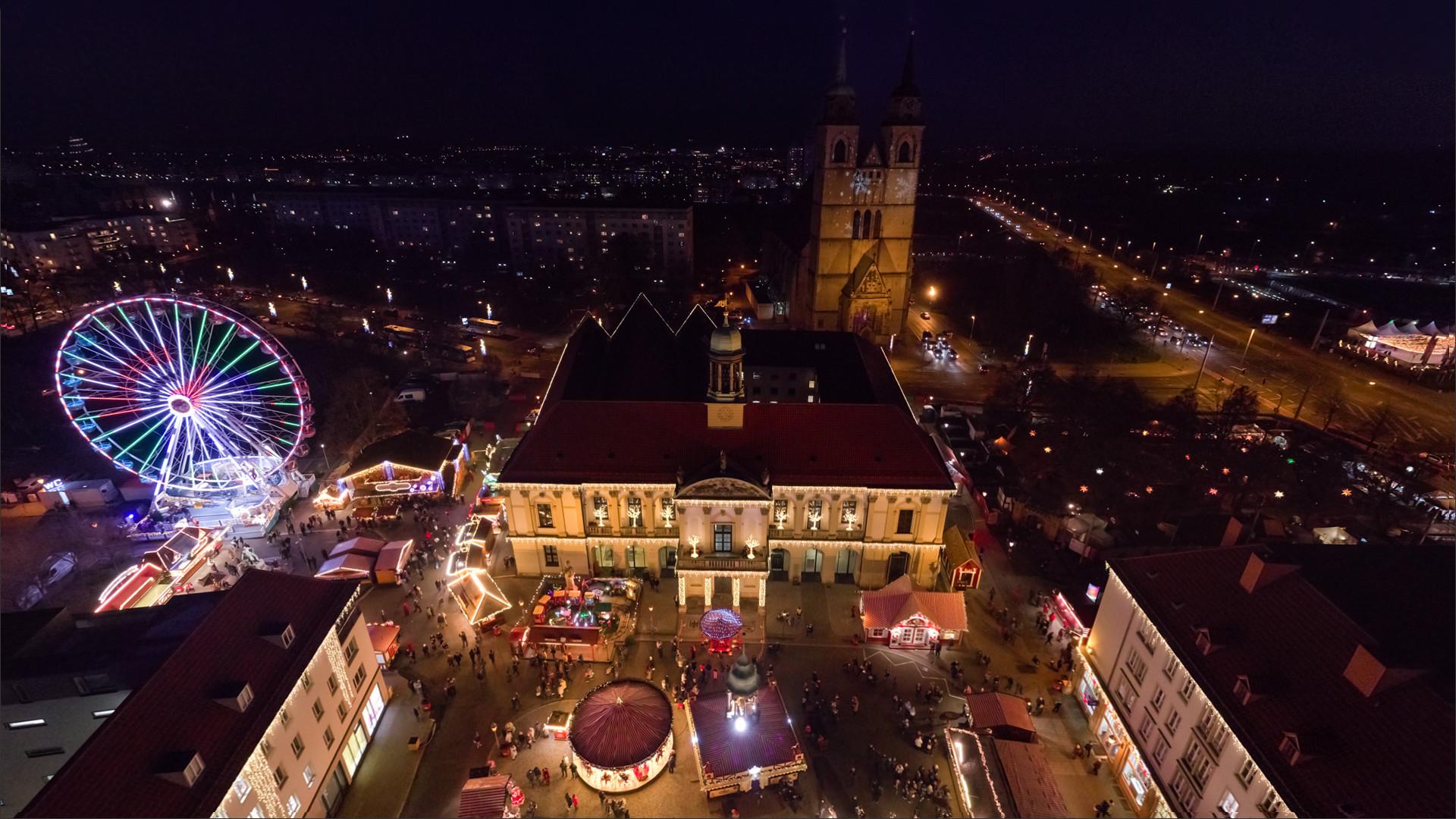 Weihnachtsmarkt am Alten Rathaus von Magdeburg