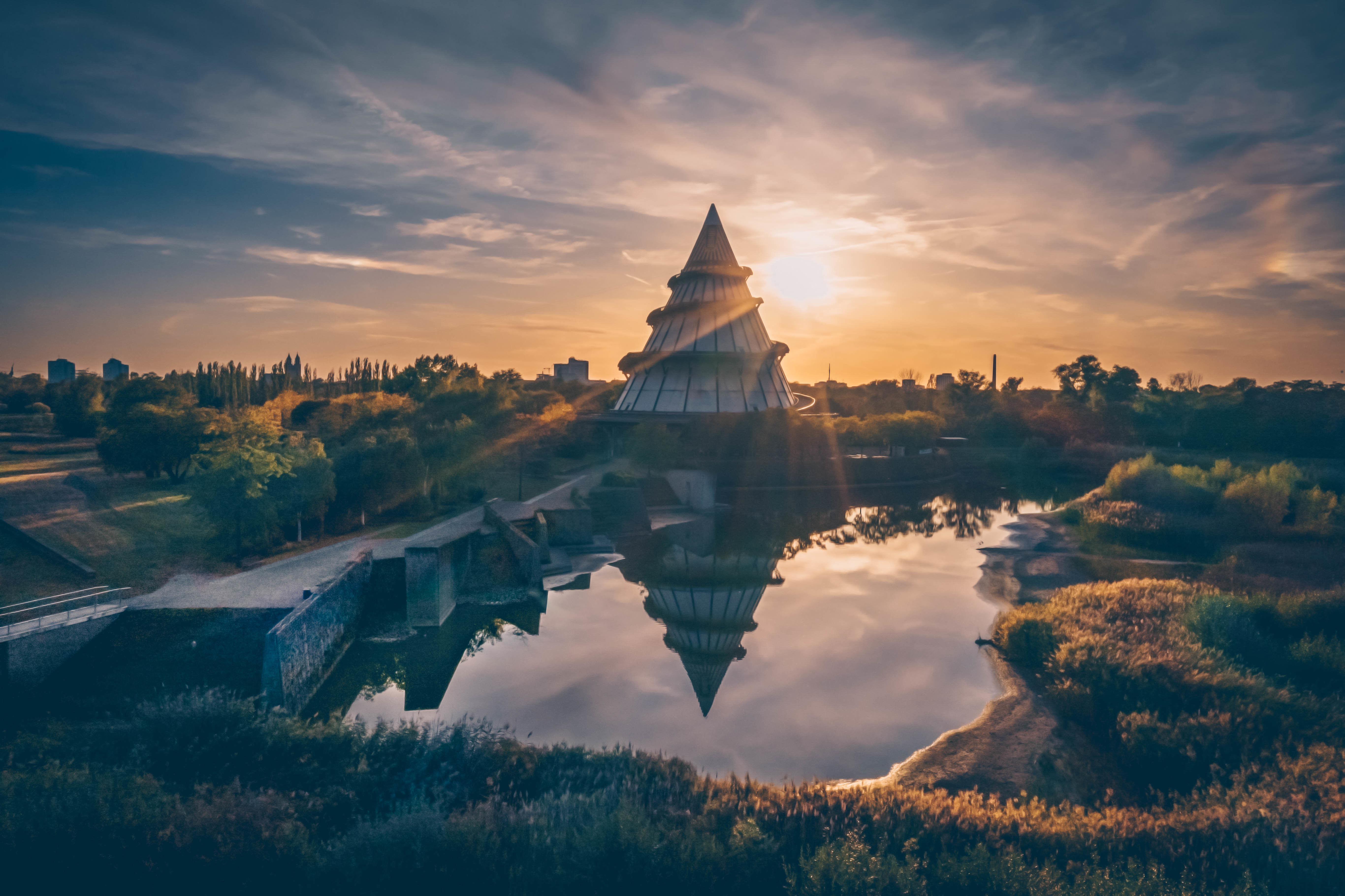 Am Jahrtausendturm bei Sonnenuntergang