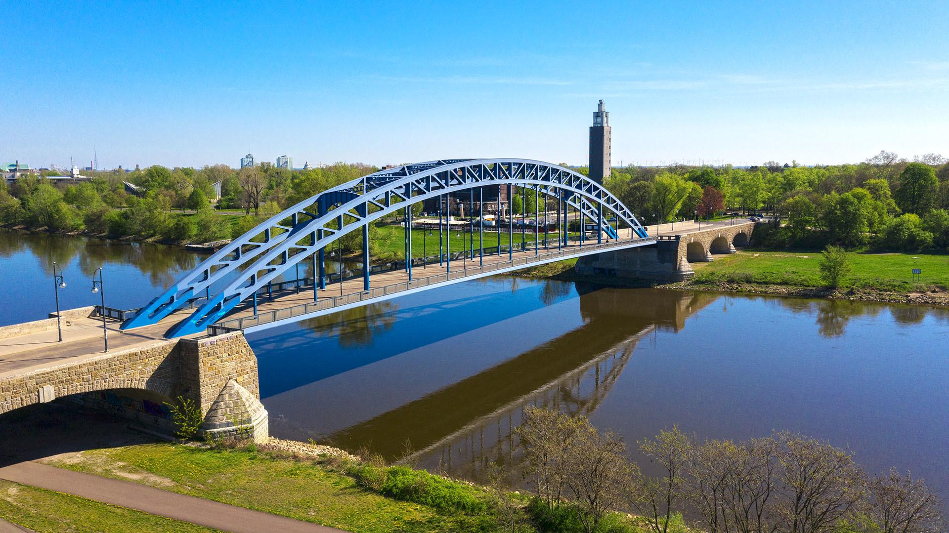 Sternbrücke Magdeburg - Luftaufnahme im Frühling