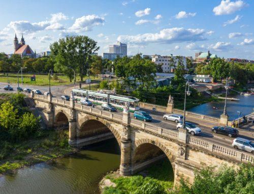 Die Zollbrücke in Magdeburg im Sommer