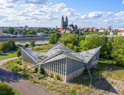 Die Hyparschale am Stadtpark Rotehorn von Magdeburg